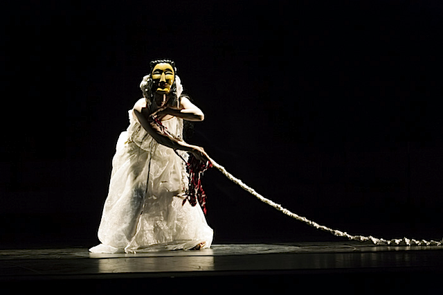 Dohee Lee (이도희) performs @ Teatro Municipal de Lima, Peru, 17 Nov 2012 (photo - Edi Hirose)