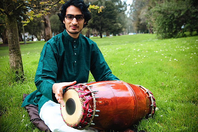 Rohan Krishnamurthy (ரோகன் கிருஷ்ணமூ) with a special mṛdangam of his own patented design