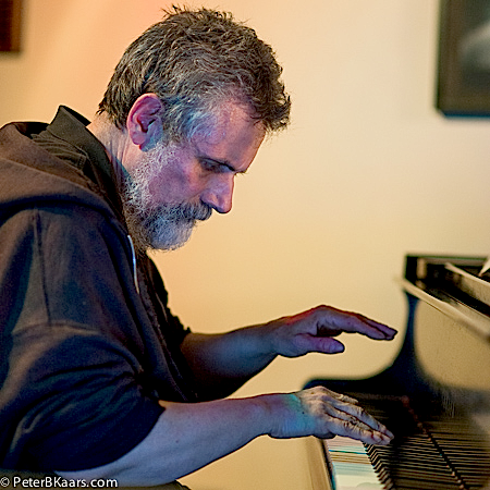 Joe Lasqo performing with Donald Robinson, 25 Aug 2013, SIMM Series, San Francisco (photo by Peter B. Kaars, www.peterbkaars.com)