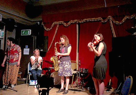 (L-R) Sharon Gal (שרון גל), Hutch Demouilpied, Sue Lynch, Jennifer Allum perform @ The Horse, Lambeth, London