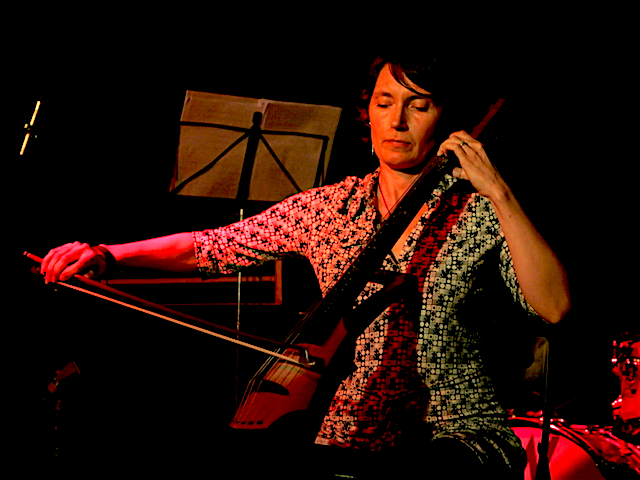 Agnes Szelag performs James Tenney's Cellogram at Playback Play Festival, 02 Oct 2012 @ Powiększenie, Warszawa