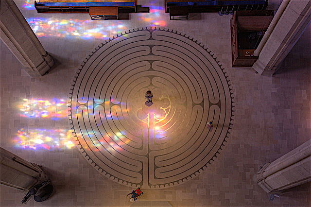Labyrinth of Grace Cathedral, SF (image @ www.flickr.com:photos:cnbattson:3172607013 by SF Brit, © C N Battson, CC BY-ND 2.0)