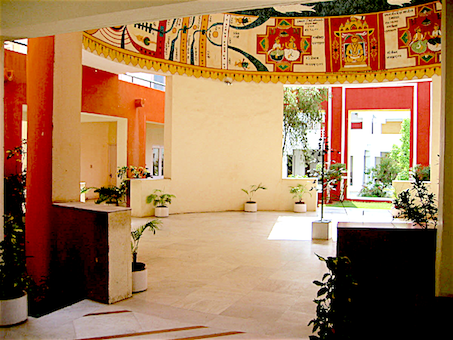 The Jawahar Kala Kendra Center Of The Arts (जवाहर कला केन्द्र) in Jaipur, by Luso-Indian architect Charles Correa, was designed according to Vāstu principles (interior view)